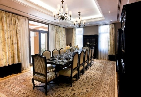 7 modern arabic villa designs that celebrate opulence for Dining room in arabic