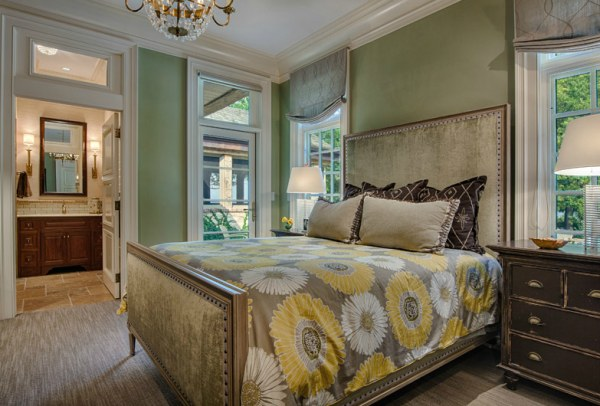 An elegant guest bedroom