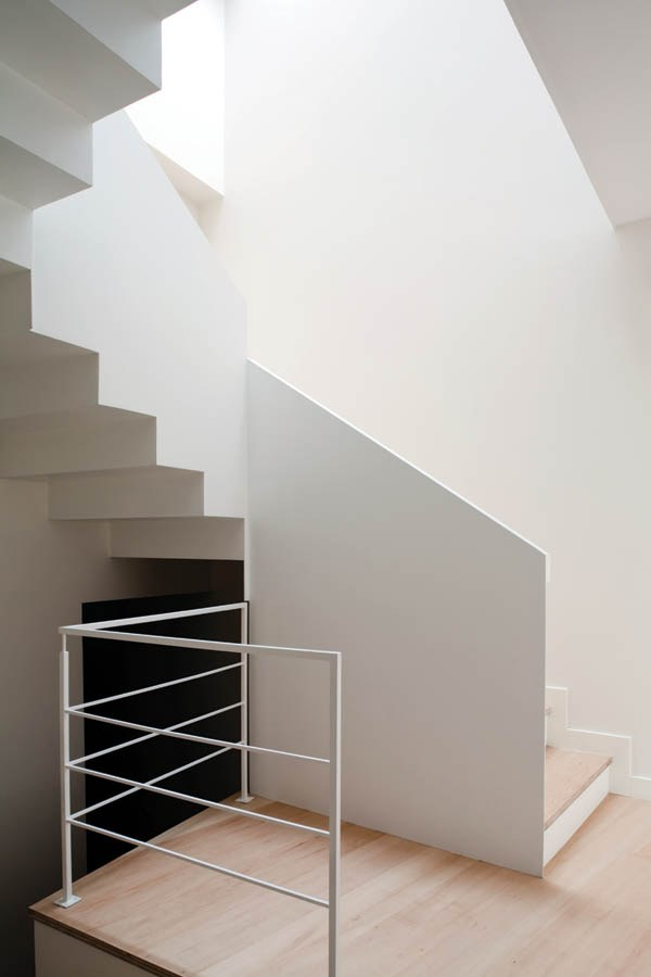 Angles-and-stairsteps-in-a-modular-home