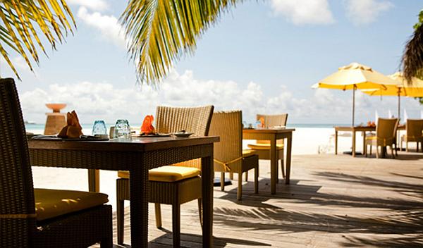 Angsana Velavaru Maldives Resort – dining on the beach