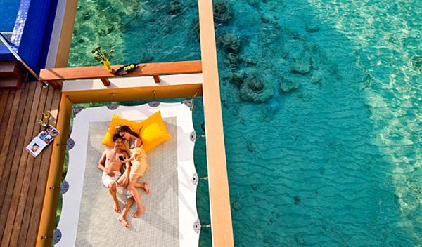 Angsana Velavaru Maldives Resort – luxury water deck