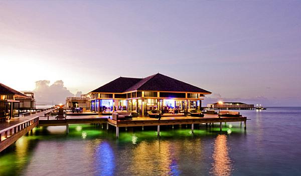 Angsana Velavaru Maldives Resort – luxury water restaurant