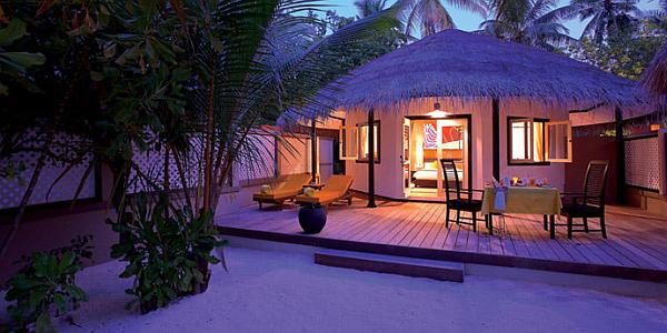 Angsana Velavaru Maldives Resort – night view beach villa
