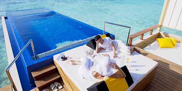 Angsana Velavaru Maldives Resort – private pool over the sea