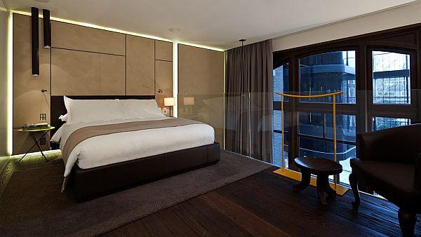 Conservatorium Hotel Amsterdam – suite upstairs bed