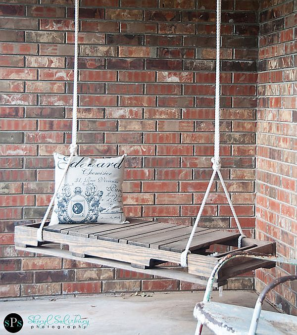 DIY Pallet Swing 1 DIY Pallet Swing: Simple and easy way to craft up your own swing!