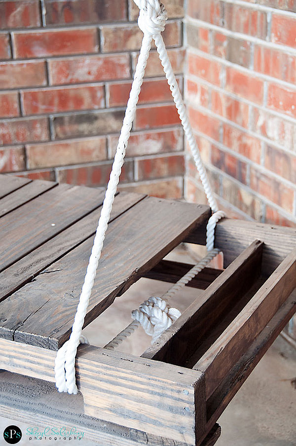 DIY Pallet Swing 2 DIY Pallet Swing: Simple and easy way to craft up your own swing!