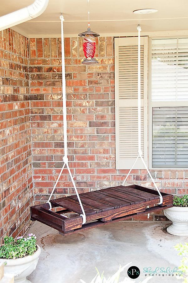 DIY - wooden pallet turned swing