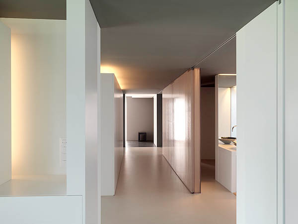 Glass Contemporary Feldbalz House – hallways