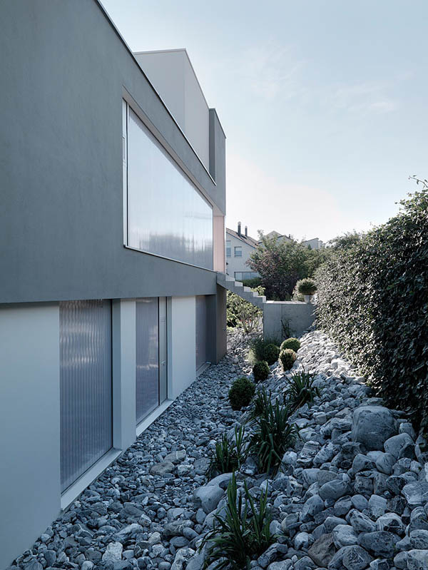 Glass Contemporary Feldbalz House – stones on the sides