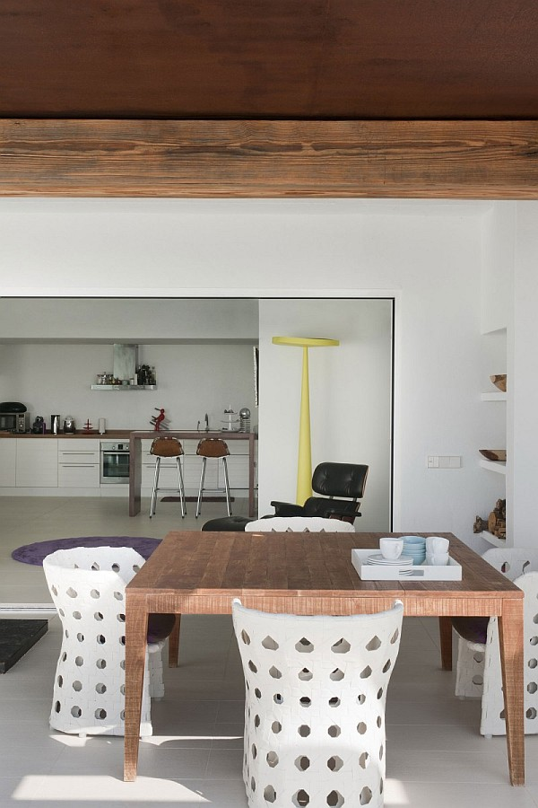 Ibiza villa with open plan kitchen and dining area