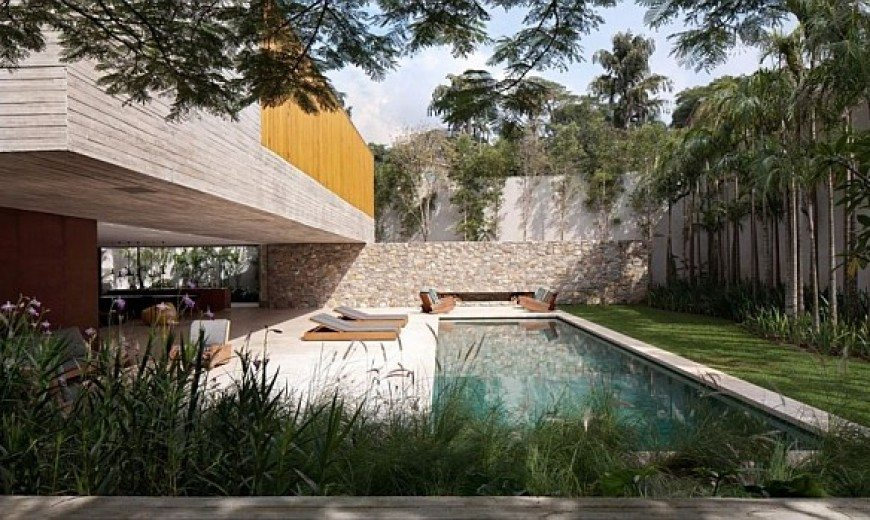 Ipes House: Boxed delight wrapped up in wood and concrete