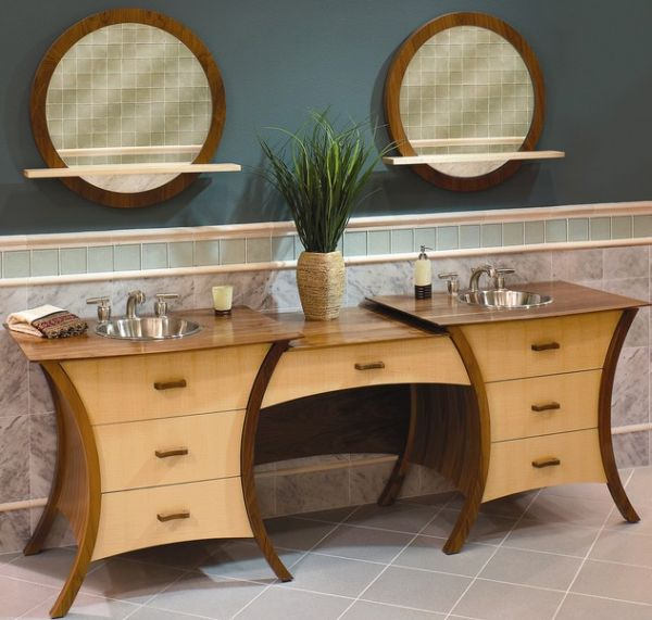 Lovely curves that match with an eclectic style bathroom