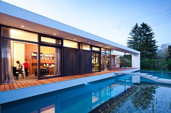 Rectangular c1 house in germany amalgamates sleek form and for Casa moderna rectangular