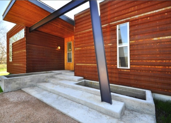 Support-beams-add-style-to-a-modular-house