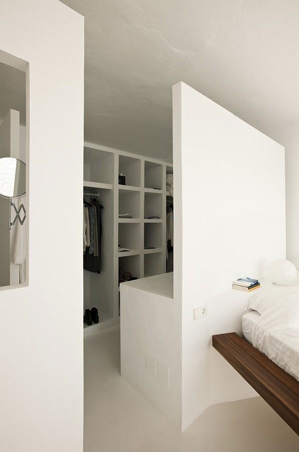 White interiors – functional shoe rack