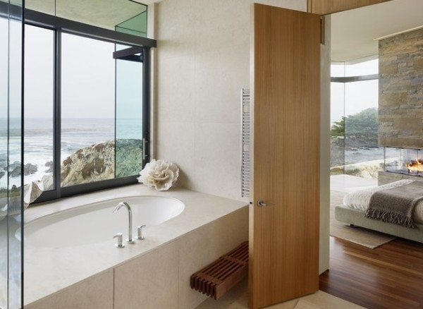 a-modern-bathroom-with-coral-600x438