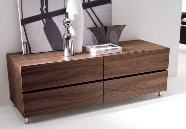 5 chic italian furniture manufacturers 12649 | a modern wooden chest