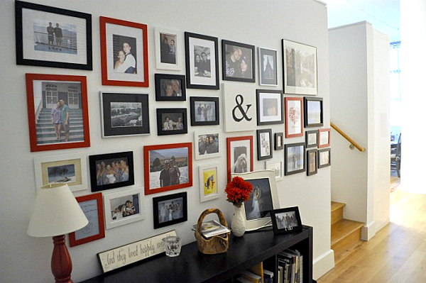 Helpful hints for displaying family photos on your walls for Travel gallery wall ideas