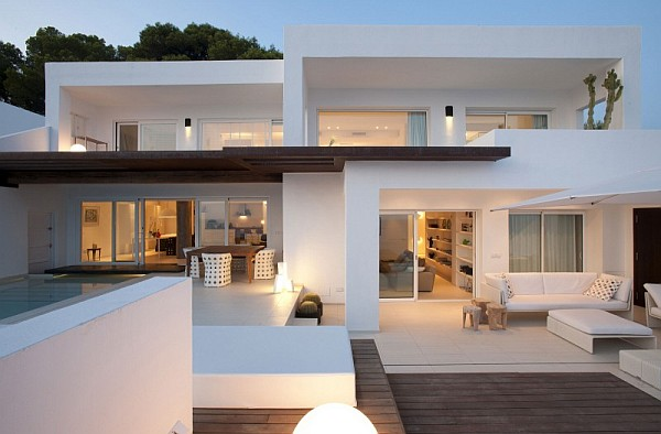 white luxurious villa in Ibiza Minimalistic Spanish Home Offers Stunning Views of the Sea & a Refreshing Dip in Its Breathtaking Pool
