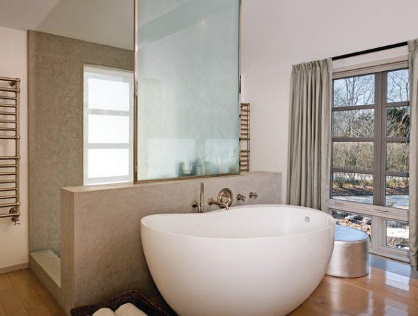 A bean-shaped bathtub