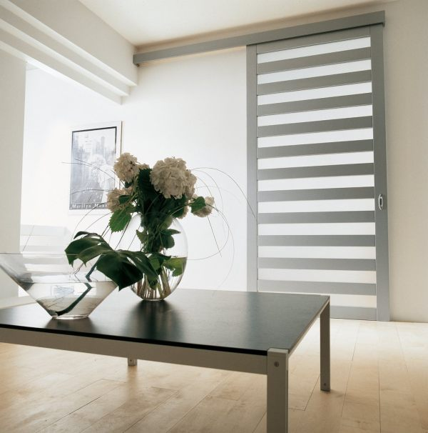 A lacquered aluminum sliding door