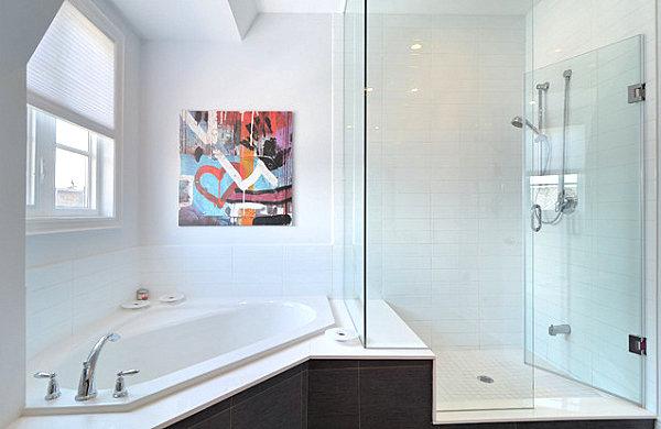 A unique corner tub