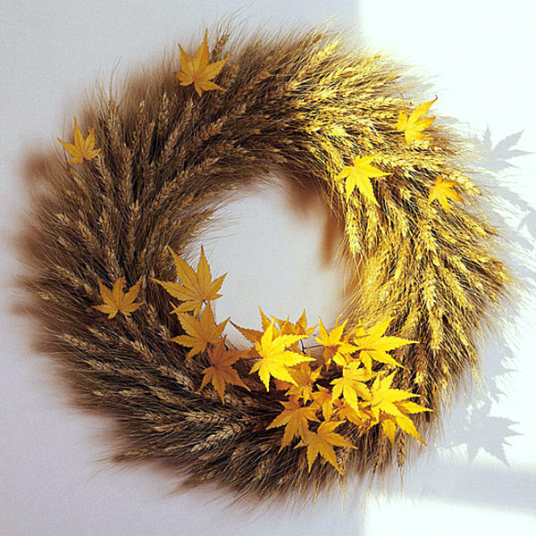 A wreath of wheat and leaves