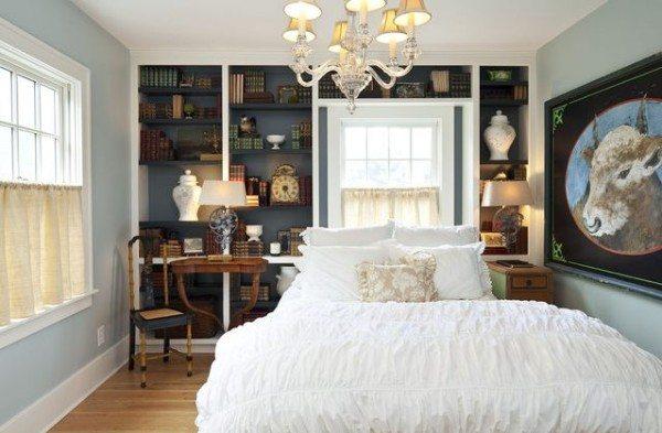 An-elegant-small-blue-bedroom-600x393
