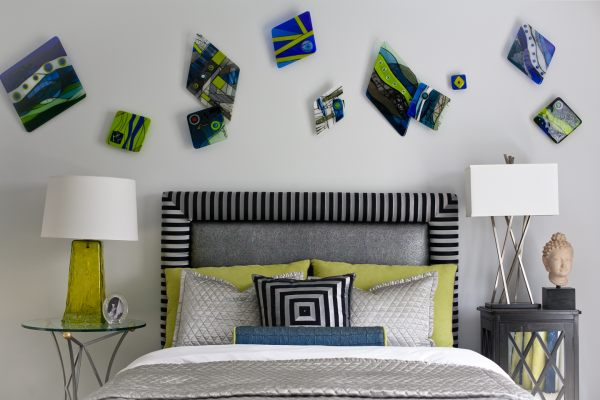 Artful items in a modern room