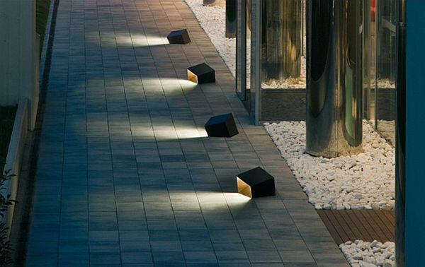 10 garden outdoor lamps to light your patio for Eclairage a led exterieur