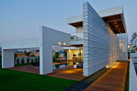 Contemporary House in Israel Dazzles with Glass and Metal Magic!