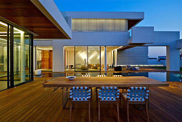 Contemporary Home in Caesarea 2 Contemporary House in Israel Dazzles with Glass and Metal Magic!