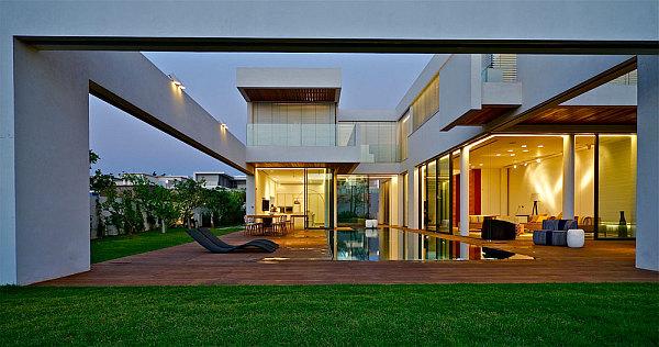 Contemporary-Home-in-Caesarea-3