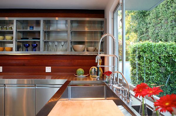 Fancy-kitchen-with-stainless-steel-countertops