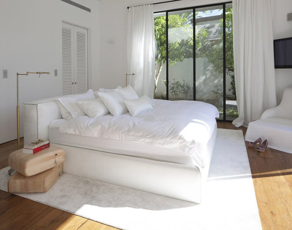 Glass Private House - all white bedroom design
