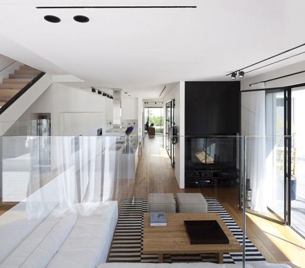 Glass Private House – glass parapet in living room