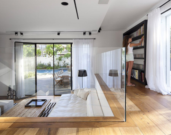 Glass Private House – glass parapets