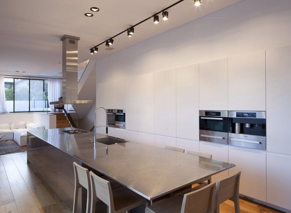 Glass Private House – sleek kitchen