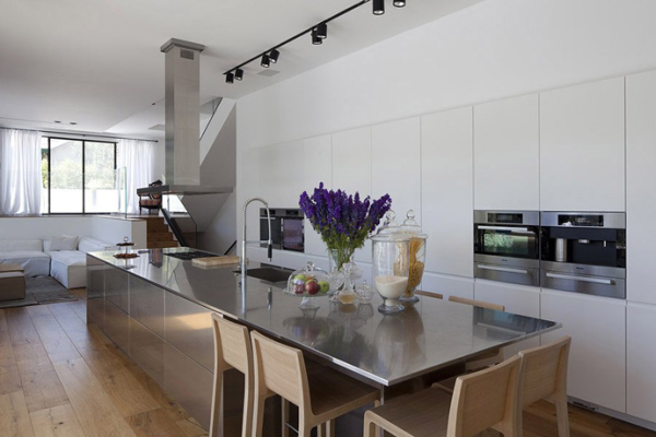 Glass Private House – stainless steel kitchen