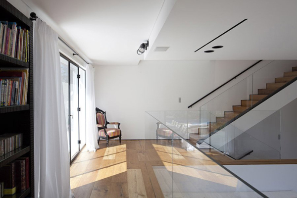 Glass Private House – staircase with glass parapet