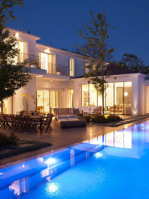 Glass Private House - stylish pool