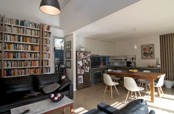 Living-space-and-dining-room-that-stay-connected