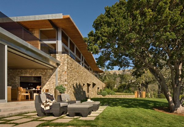 cozy-outdoor-patio