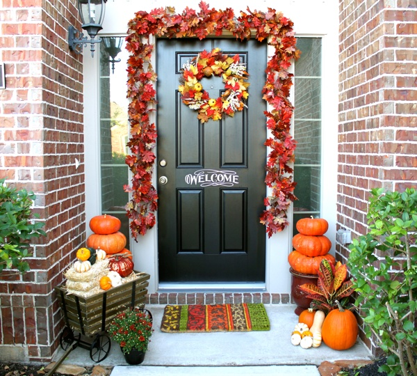 Colorful autumn additions for your outdoor home for Pictures of fall decorations for outdoors