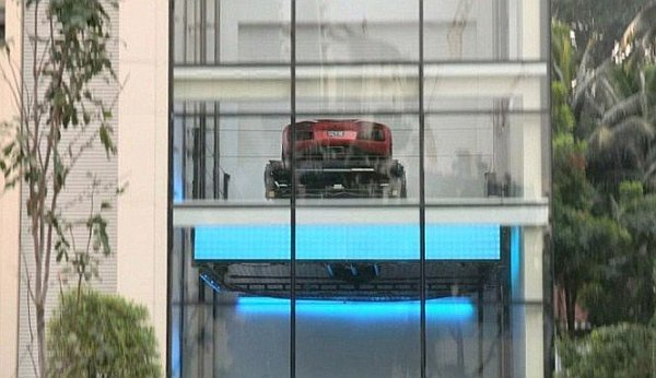 luxury-penthouse-with-car-lift