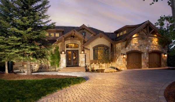 Bringing rustic appeal to your outdoor home for Stone and stucco home designs