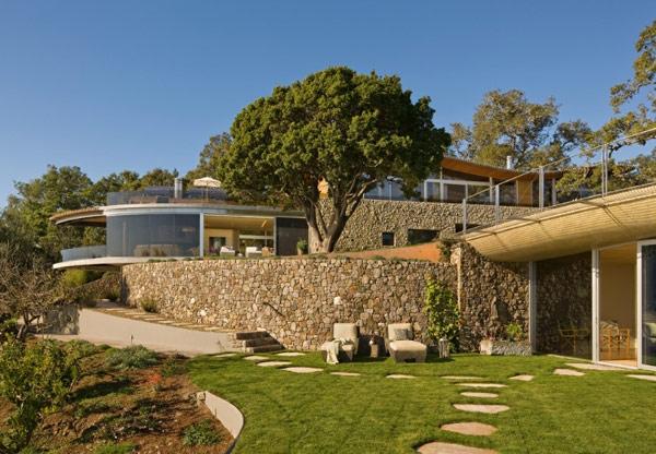 stone-wall-and-beautiful-garden
