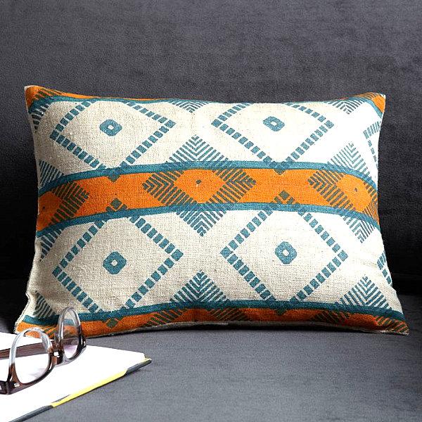 A-diamond-pattern-tribal-pillow