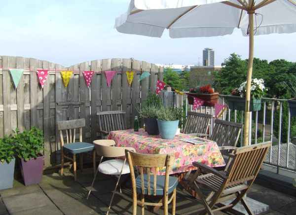 How to throw a housewarming party for Terrace party decoration